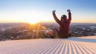 Fredag er det sesongåpning i Trysil og Åre. Lørdag er gratis skikjøring i Hemsedals barneområde. Nå er sesongen i gang. Foto: Ola Matsson
