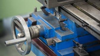 Verkstadsmaskiner, kontorsutrustning, inredning och mycket annat samlar damm. Det handlar om stora värden får många företag.