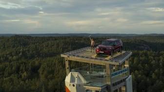 VINNEREN: Leo Ketil Bøe fra Bergen klatrer den krevende ruten til toppen av verdens høyeste frittstående klatretårn, OVER Agder, raskest av alle og vant førstepremien.