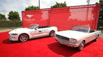 MUSTANG NUMMER 10 000 000: Akkurat som den første Ford Mustangen som ble serieprodusert i 1964 er bil nummer 10 millioner også en hvit kabriolet.