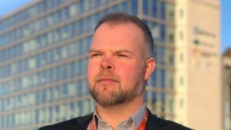 - Vi er et konsulentselskap med dyktige fagfolk innen utvikling, UX, sikkerhet og produktutvikling, så her kan vi virkelig bidra til noe som både er viktig og akutt, sa Kenneth Kallestad, regionsjef IT i Experis i forkant av helgens hackaton..
