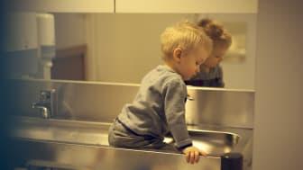 De minste barnas risikolek preges av lek som involverer usikkerhet og utforsking.