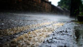 Starkregen ist nicht zu unterschätzen – in kürzester Zeit kommen hier große Wassermassen vom Himmel.