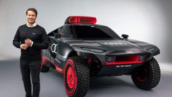 Audi RS Q e-tron og Julius Seebach, adm direktør for Audi Sport