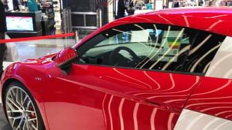 """Till och med i oljeemiratet Dubai energideklareras bilarna. Varför görs det ännu inte i Sverige? Audi R8 Coupé får betyget """"Very poor"""". Foto: Jesper Johansson/Gröna Bilister"""