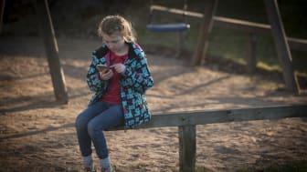 Pressinbjudan: Vem chattar i ditt barns smartphone?