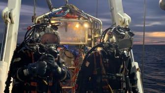 Dykare från danska företaget JD Contractor ska tömma Skytteren på olja. Foto: JD Contractor