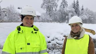På befaring på Røyslimoen i Lillehammer. Konsernsjef Egil Hogna og Lillehammer-ordfører Ingunn Trosholmen.