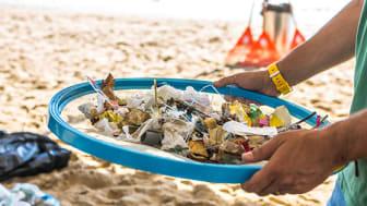 Nestlé vil stoppe afhængigheden af jomfruplast – plast fremstillet af ikke-vedvarende, fossilt brændstof. Det investerer Europas største virksomhed bl.a. 14 milliarder kroner i.