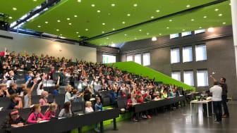 """""""Action"""" im Audimax bei der 14. Kinderuniversität. © Fabian Kießlich"""