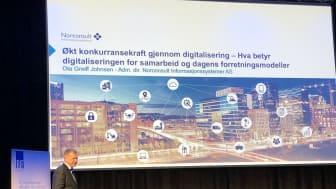 Ola Greiff Johnsen på scenen under Rif sin høstkonferanse. Foto: Norconsult