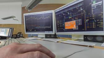 In der Netzleitstelle des Bayernwerks wird das Stromnetz überwacht und gesteuert. Bei Störungen kann von Neunburg v. Wald aus sofort eingegriffen werden.