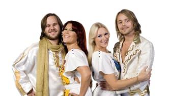 Det svenska bandet Waterloo har sålt ut arenor som Hollywood Bowl, Royal Albert Hall och Wembley Arena i London.