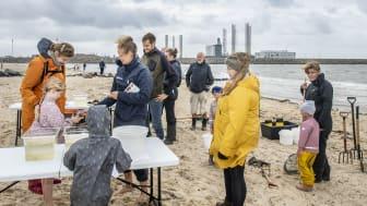 Omkring 100 børn og voksne kiggede forbi Esbjerg Strand