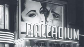 """Palladium i Malmö firar 100 år! Så här såg entrén från Södergatan ut 1963. Filmen:  """"Hotel International"""" med bl.a. Elisabeth Taylor och Richard Burton.  Foto©Lars Löfberg"""