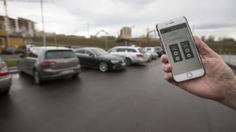 SMARTERE PARKERING: Med appen «Bil i Oslo» slipper du unna tilleggsavgiften, blir varslet når p-tiden nærmer seg slutten, og kan forlenge perioden uten å stresse tilbake til automaten. Foto: Anne Marthe Bjørnulf Barton