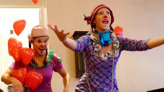 Clownerna Hjördis och Margott kom på besök.