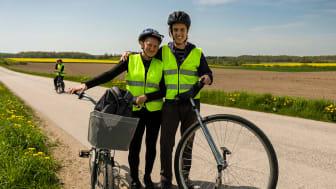 De cyklar Europa runt på enhjuling för Friends