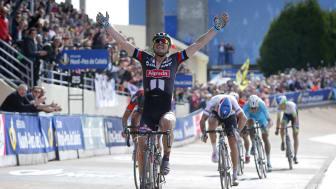 Foto: Ein großer Moment: John Degenkolb gewinnt das Rennen Paris - Roubaix und schreibt deutsche Radrenngeschichte.