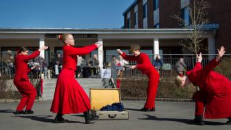 Dans utanför äldreboende i Vara.