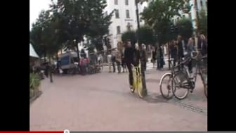 The invisible bicycle helmet showed its true colours – attracted great publicity
