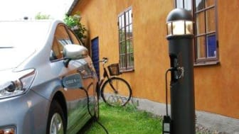 Pay recharging of electric cars with mobile