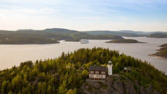 Att kryssa inomskärs i världsarvet Höga Kusten är en minnesvärd upplevelse, bl.a. passeras Högbonden, Sveriges andra högsta fyr.