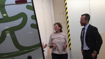 Torsdag morgen besøgte Miljø- og Fødevareminister Jakob Ellemann-Jensen madspildsorganisationen FødevareBanken. FødevareBanken formidler hver dag ca. 3 tons overskudsmad fra industrien til socialt udsatte over det meste af Danmark.