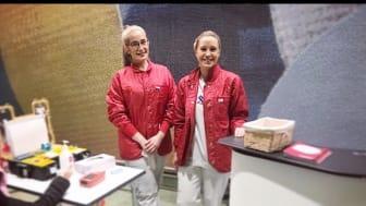 Sabrina och Felicia från Blodcentralen testar ert blodvärde och informerar om hur blodgivning går till.