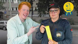 """Hör podden där Mariann Tönnesen tar emot titeln """"Sveriges bästa parkeringsvakt"""" och berättar mer om sitt arbete som parkeringsvakt. Foto: Aftonbladet."""