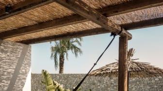 En suite med direkte adgang til poolen… Det er et ønske, der er helt i top, når danskerne tager på solferie. Og det ønske bliver også opfyldt på det nye Casa Cook på Kos, som er opført i samme bohemeagtige stil som søsterhotellet på Rhodos.
