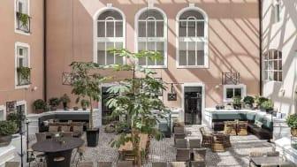 Innergården på Clarion Collection Hotel Victoria i Jönköping, där det varje kväll serveras Tonight's Special
