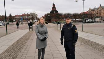 Frida Nilsson (C), ordförande i forum för social hållbarhet tillika förste vice ordförande i kommunstyrelsen och Johan Rexhag lokalpolisområdeschef.