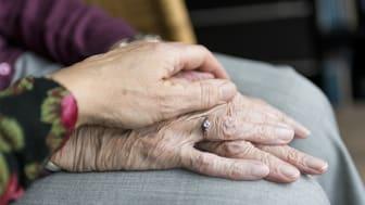 Existentiell ensamhet är ett lidande för sköra äldre.