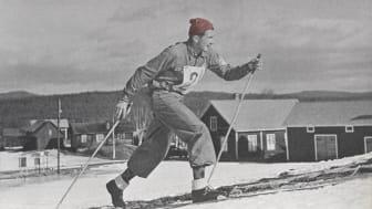 Hedra minnet av Mora-Nisse - åk med röd mössa den 5 mars