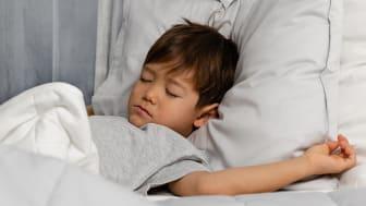 Tyngdtäcket hjälper barn med insomningssvårigheter.