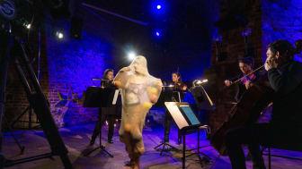 Künstlerin Clara Sjölin und Musiker des Gewandhausorchesters in der Moritzbastei - Foto: Moritzbastei Leipzig
