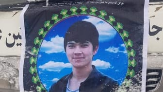 Ali Sina Zafari, en ung student i Kabul, dödades då han gjorde motstånd mot rånarna.