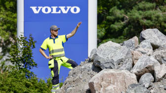 Adam Lindberg och hans kollegor från Volvo Construction Equipment förbereder nu demofältet inför Novemberkåsan.
