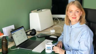 Ellen Hedberg på hemmakontoret. Bild: AddMobile AB