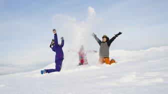 Snöglädje när Sälen och Åre öppnar för säsongen. Foto: SkiStar