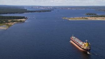 Sjöfartsverket och Trafikverket planerar för att bredda och fördjupa farleden till Luleå. Foto: Fredrik Broman