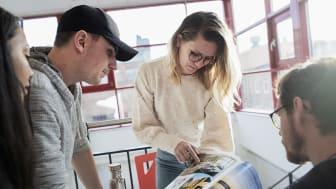 Yrgo har ett 50-tal yrkeshögskoleutbildningar inom flera olika områden. Här ses studerande från den populära utbildningen Arkitekturvisualisering. Foto: Lo Birgersson