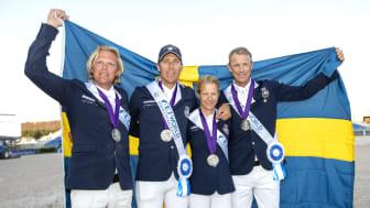 VM-silvermedaljörerna Fredrik Jönsson, Henrik von Eckermann, Malin Baryard Johnsson och Peder Fredricson. Foto: Roland Thunholm