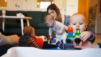 Kävlinge vill satsa på en familjecentral för att, genom samverkan med kommunala och regionala verksamheter, kunna erbjuda ännu bättre stöd och service för barnfamiljer. Nästa steg är påbörja dialog med Region Skåne om att etablera en familjecentral.