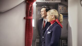 Kabinbesetning ønsker passasjerer velkomne.