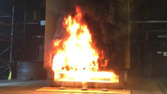 Brandprovning av träfasad SP-Fire 105 ställer inga krav på brand beständiga egenskaper.
