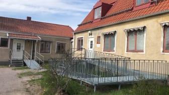 Rörliga klippbilder – Knutby vårdcentral innan flytt till Almunge