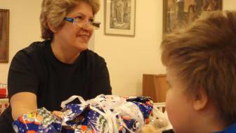 Åhléns ger julklappar via Frälsningsarmén till familjer med barn som har det svårt.