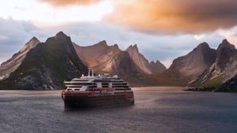 NYE SEILINGER: Hurtigrutens gjester kan oppleve uberørt villmark og et rikt dyreliv over hele kloden. Fra 2020 starter Hurtigruten seilinger i Alaska med MS Roald Amundsen (bildet). Foto: HURTIGRUTEN